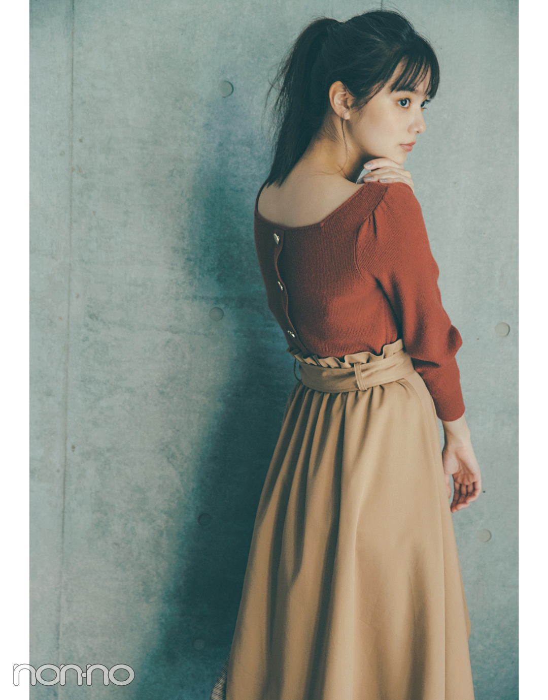 2019秋冬トレンド★ ブラウンの背中あきニットでドキッとさせる!_1_3