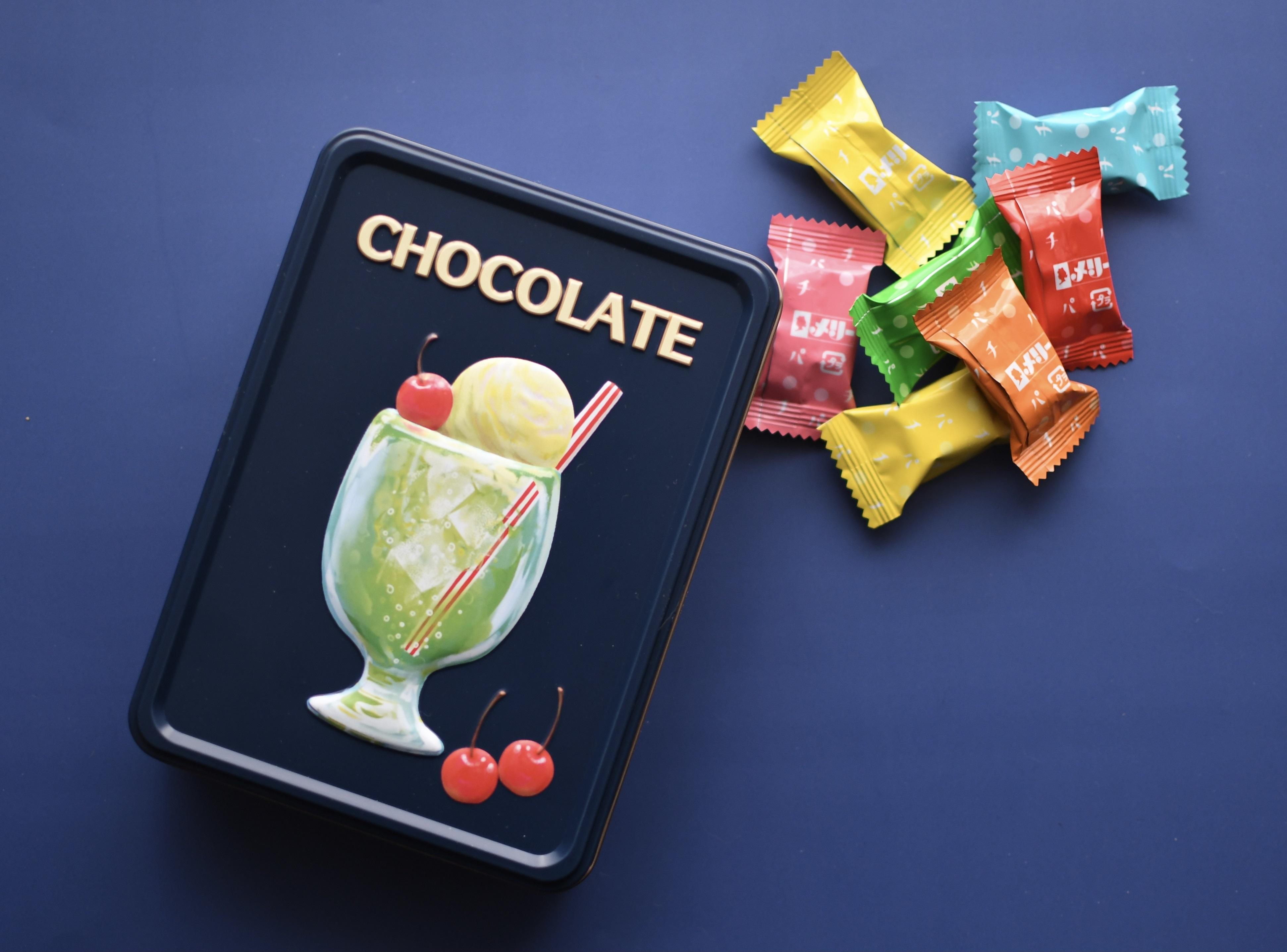 【メリーチョコレート】の「はじけるキャンディチョコレート 」21個入りのアソートメント缶は小物入れにも!