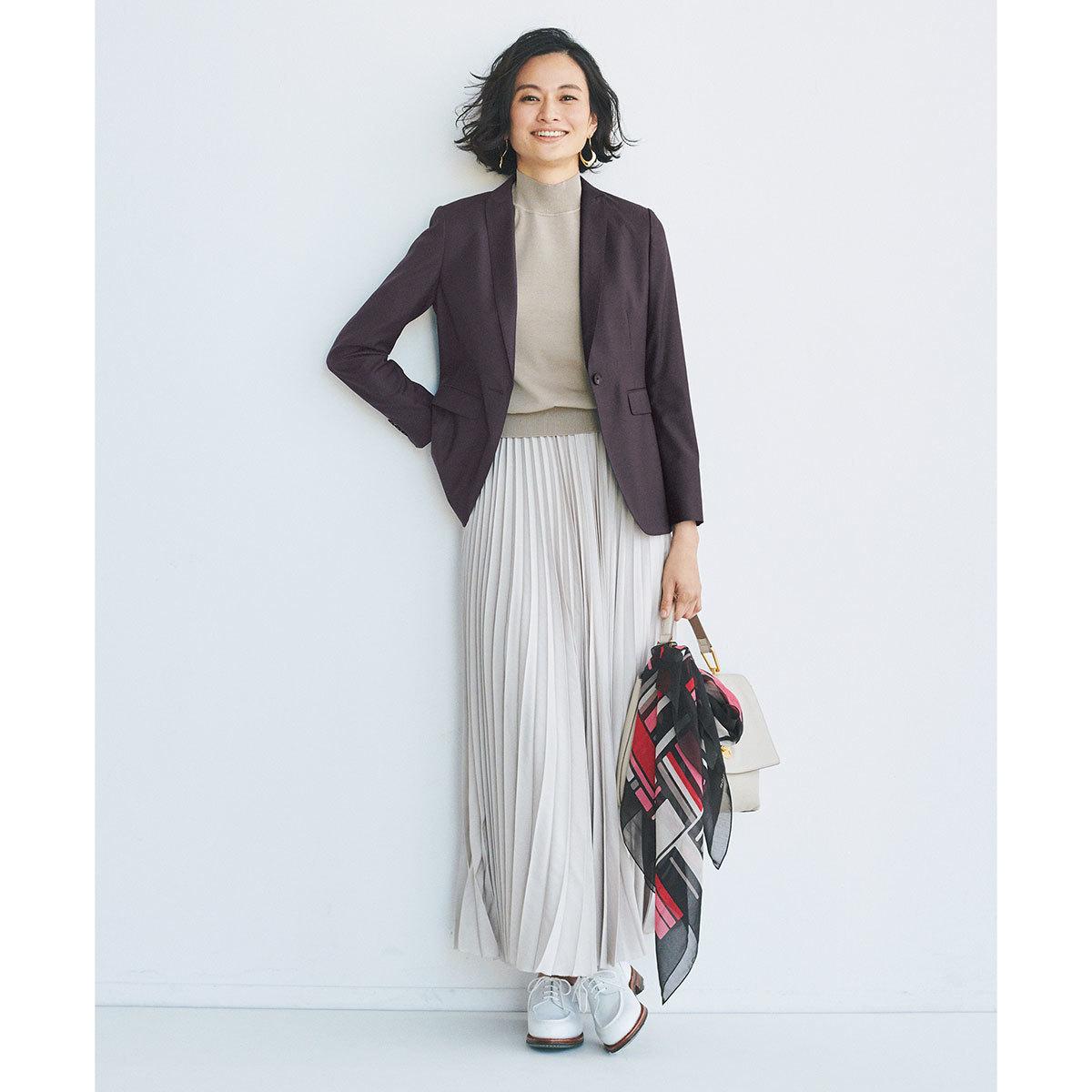 TOMORROWLAND collectionの細ラペルテーラードジャケット×スロングプリーツカートコーデ