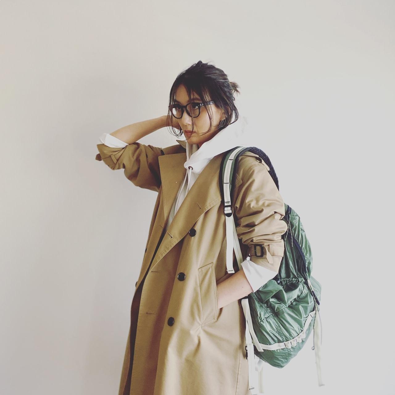 OLIVER PEOPLESの伊達メガネコーデ 坪田あさみさん