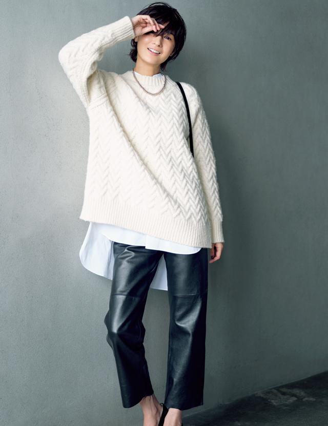 富岡佳子さんが着るレザー・ブラックコーデ