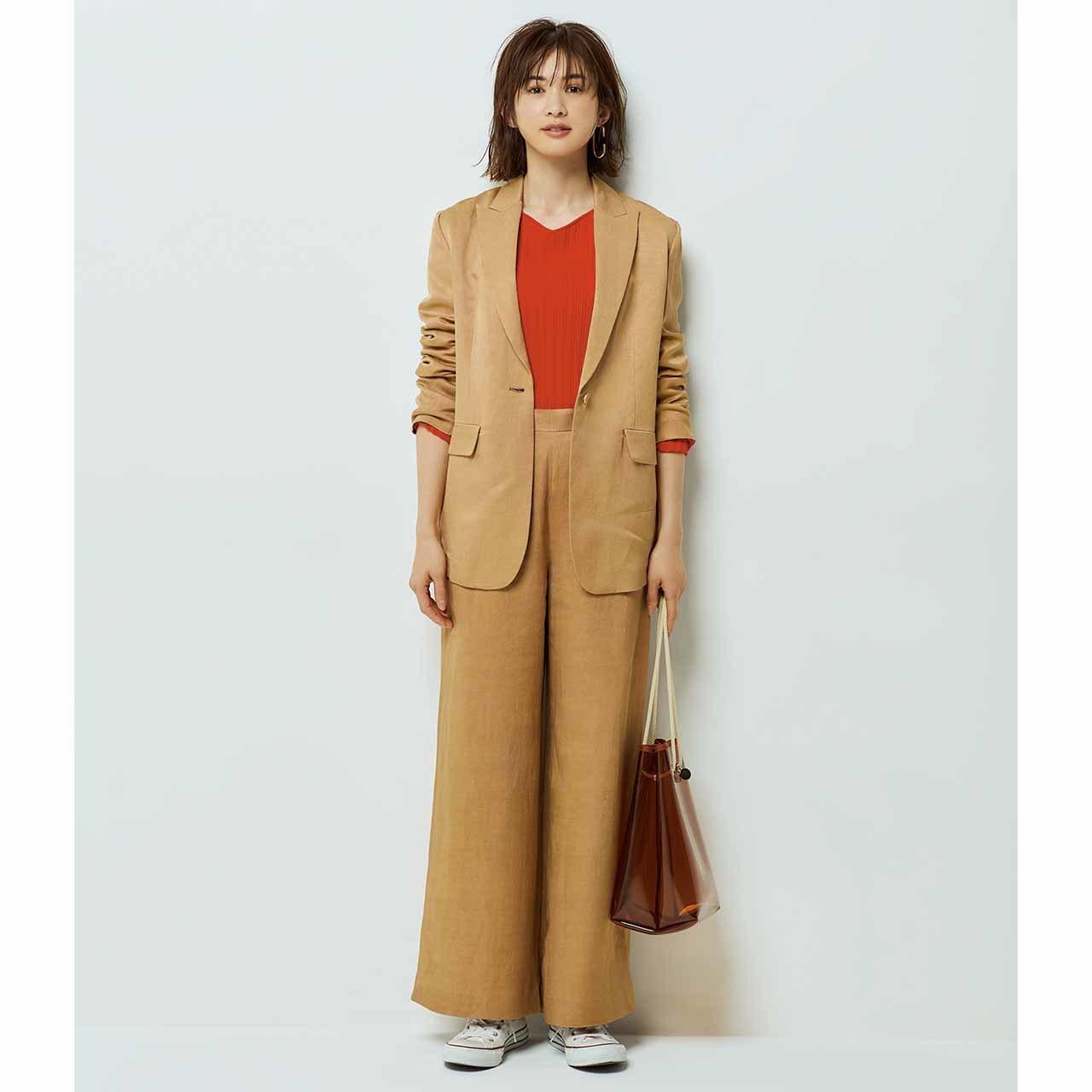 レリタージュのセットアップを着たモデルの高垣麗子さん