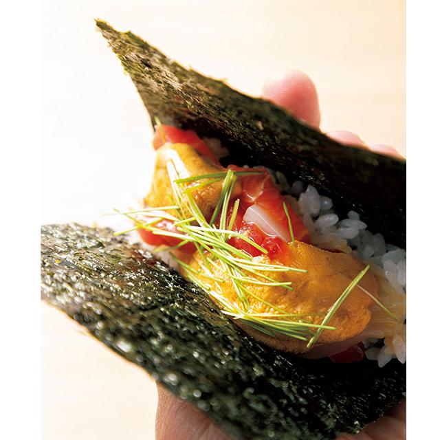 京都の二条にある和食レストラン「二条 やま岸」のういと和えの手巻き