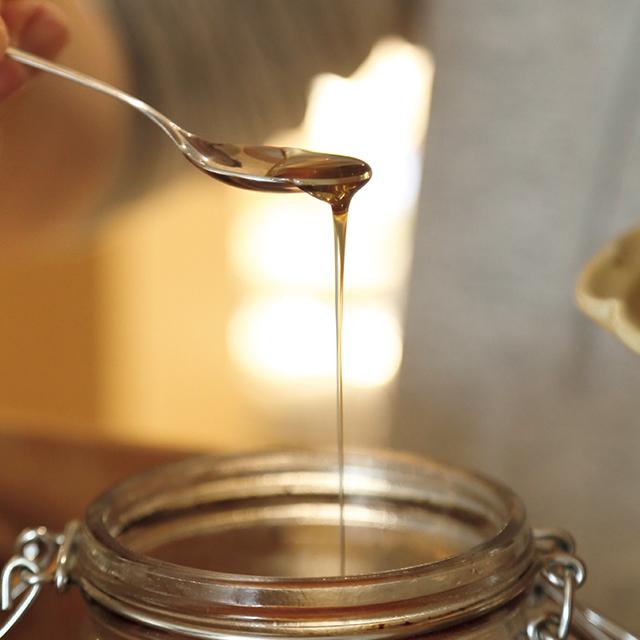 春と秋に収穫している自家製のハチミツはパン生地に使用