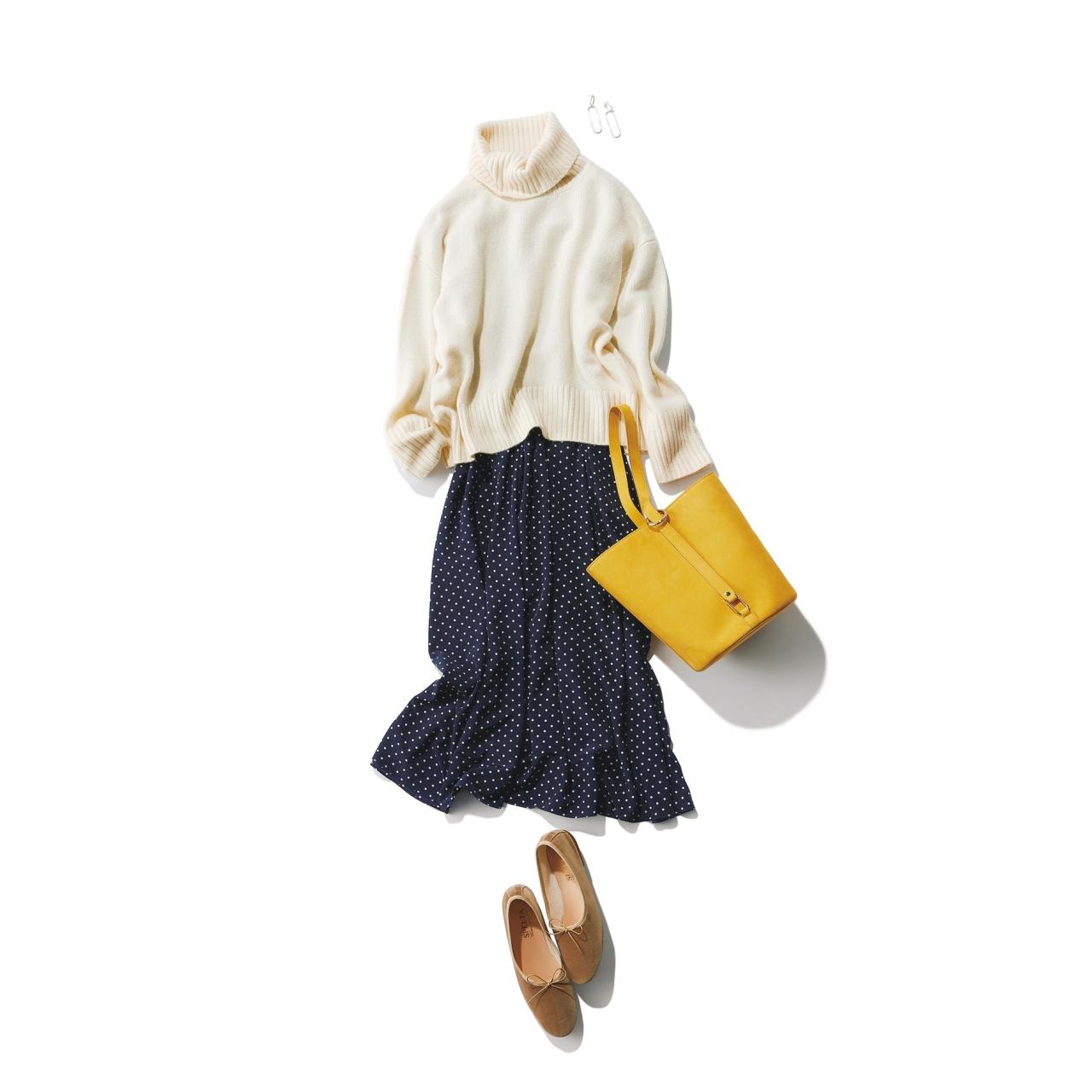 白タートルニット×ワンピースのファッションコーデ