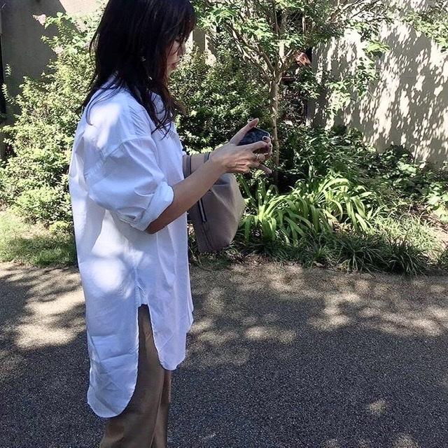 爽やかな秋晴れの日に、白シャツが気持ちいい♩美女とのブランチコーデ。_1_1