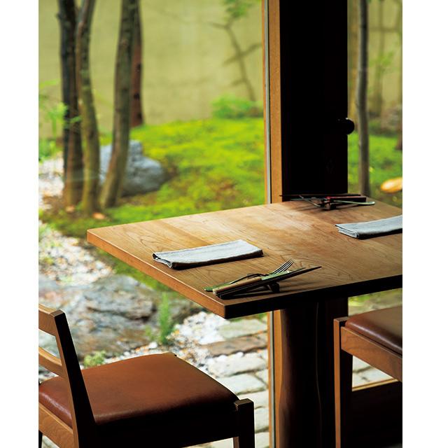京都の東山にあるフレンチレストラン「デュプリー」の内観