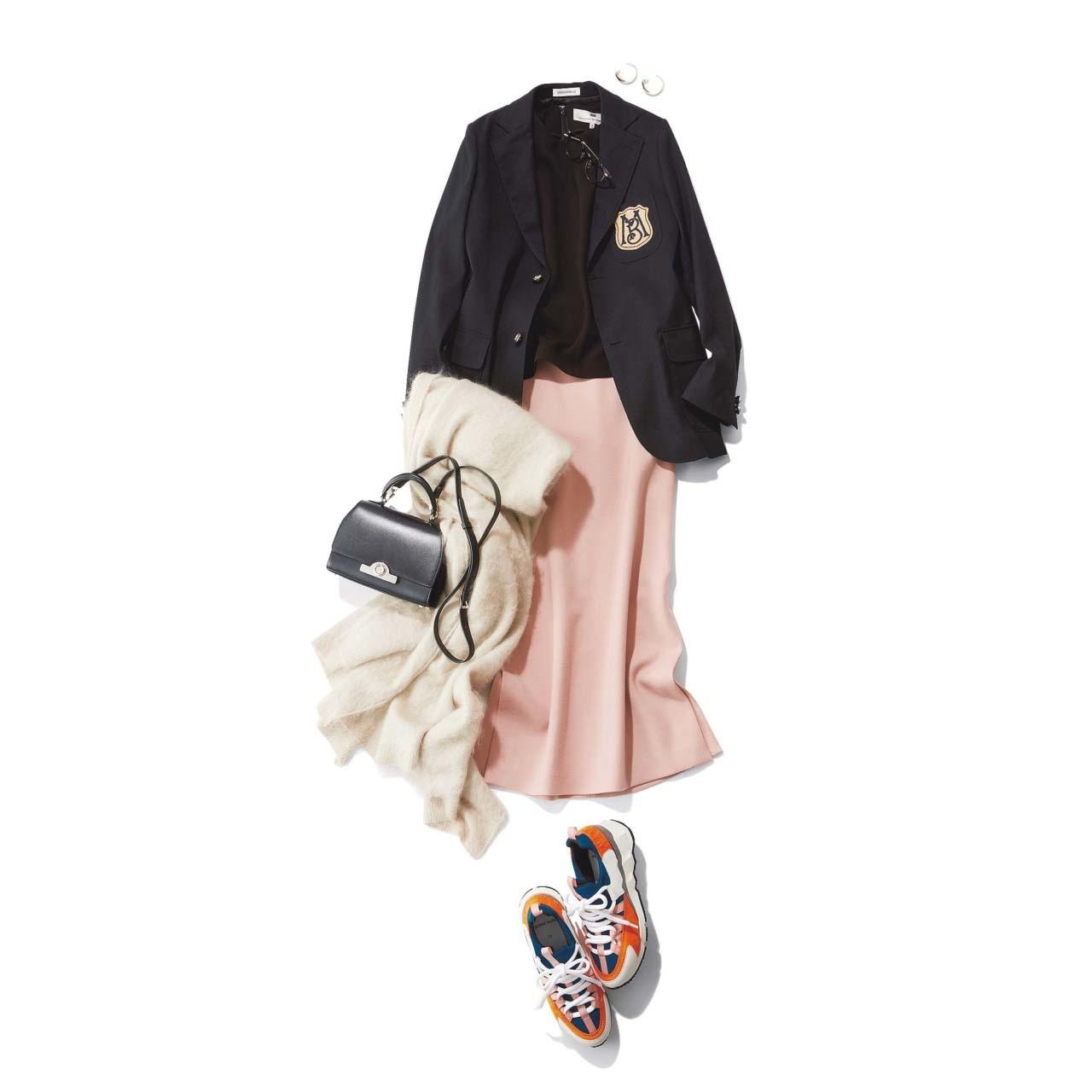 黒のジャケット×ピンクのスカート×ダッドスニーカーコーデ