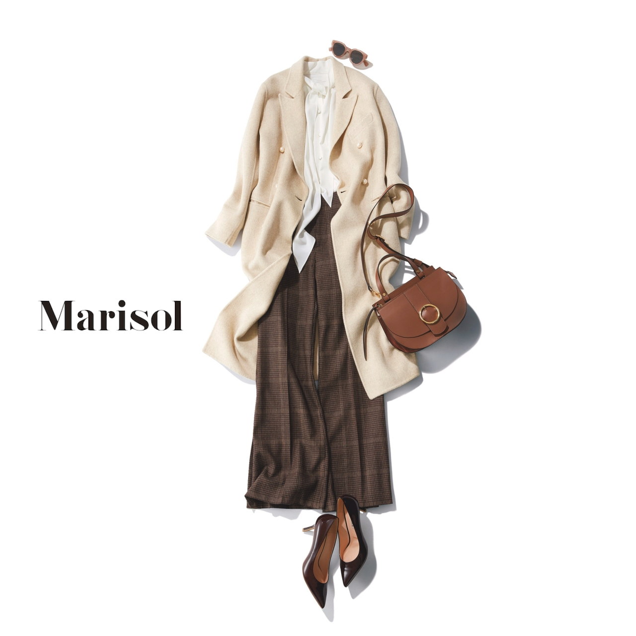 40代ファッション コート×白ブラウス×チェック柄パンツコーデ