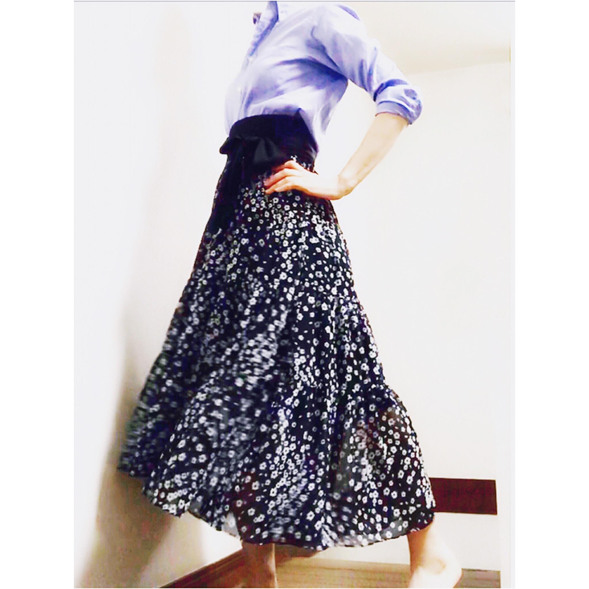 小さな花柄。ロマンティックな気分になれる ♫ SHE tokyoのスカート_1_1