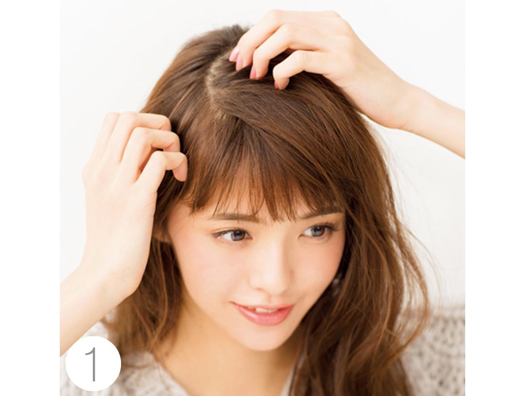 Vネックニットに映えるヘアアレンジは後れ毛がポイント!_1_2-2