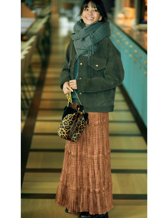 薄軽素材スカートの冬コーデのRINA
