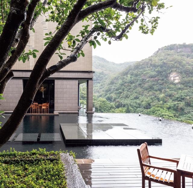 ホテルで一番人気の写真スポットの水舞台。