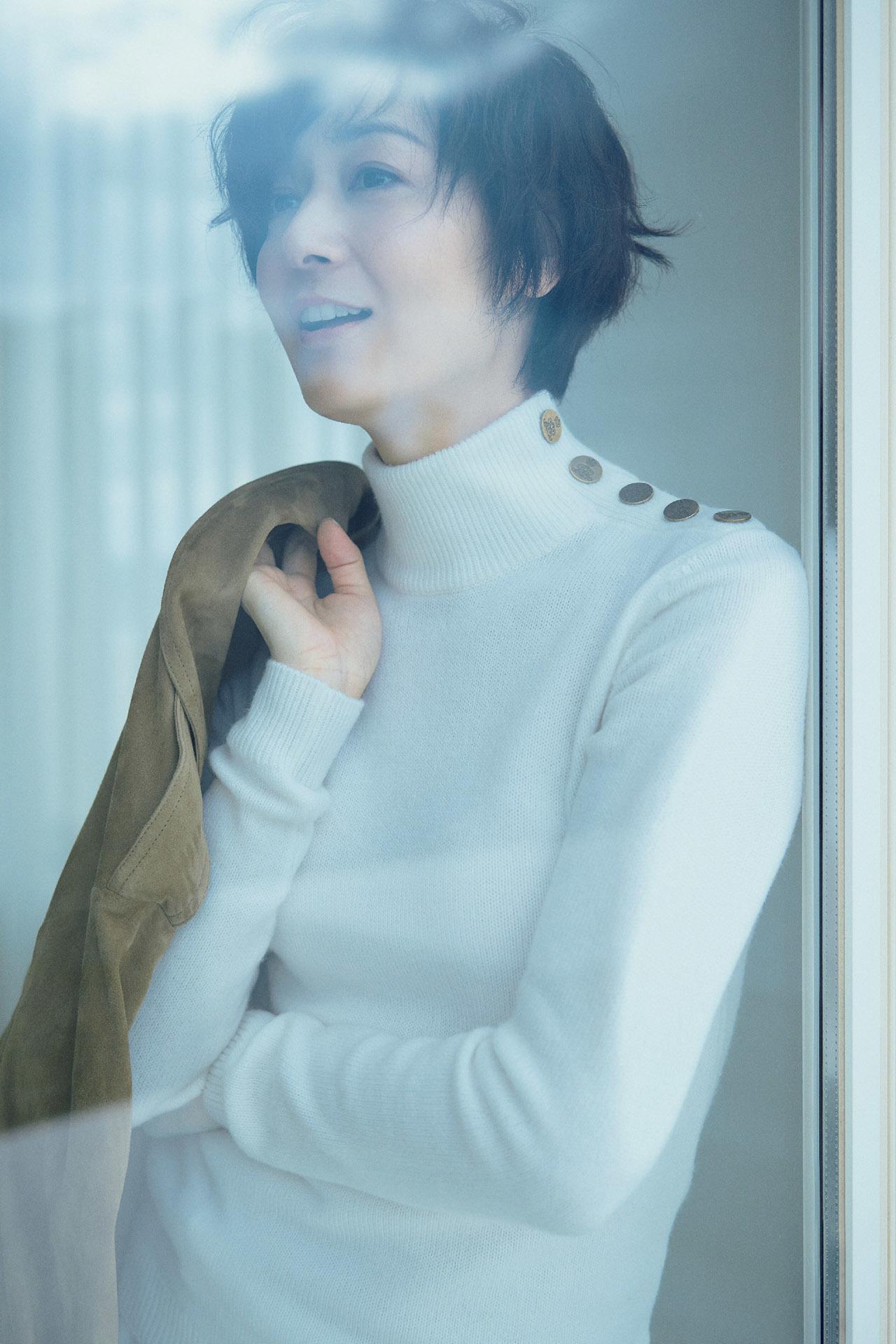 富岡佳子が着る真冬の「エレガントホワイト」 五選_1_1-4