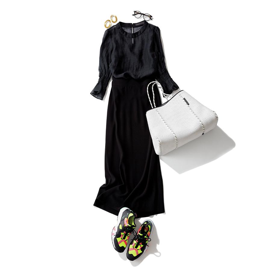 ハイテクスニーカー×黒のワントーンファッションコーデ