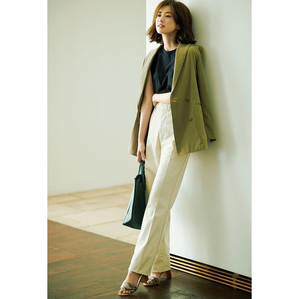 ジャケット×白パンツのファッションコーデ
