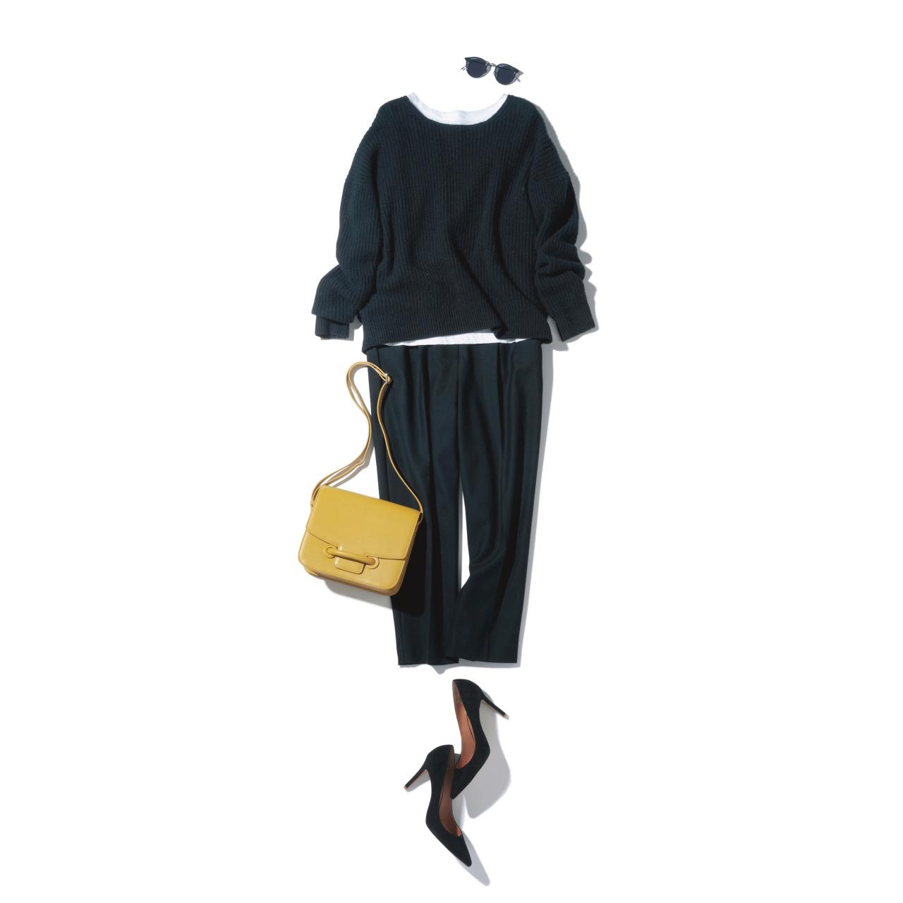 黒のニット&パンツ×イエローバッグのファッションコーデ