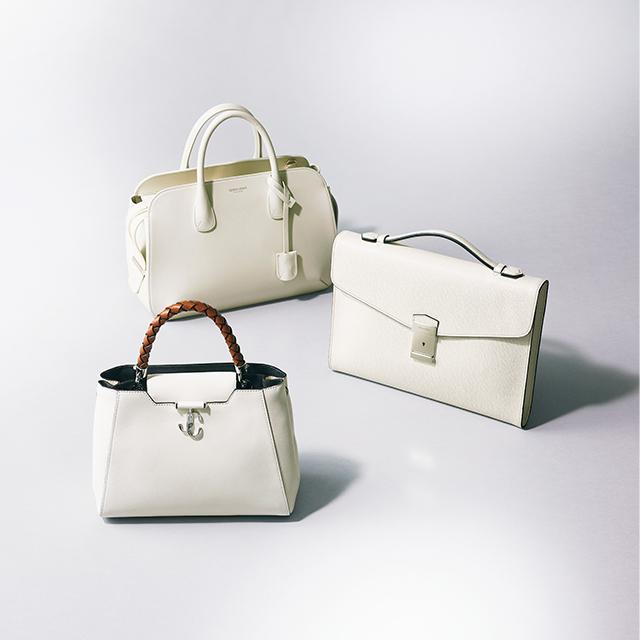 ポケットやカードホルダー、ミラーつきなど、 優秀な機能をもつ、頼れる白ミディアム
