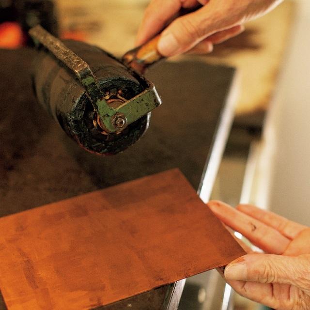 ソフトグランドを銅の板に塗る
