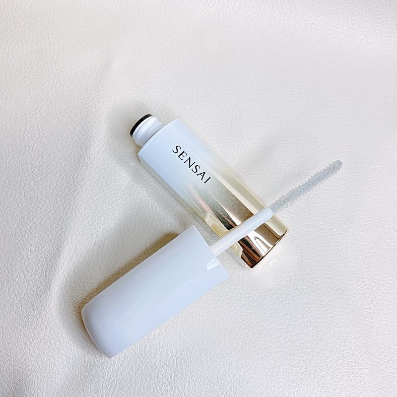 カネボウ化粧品のSENSAIのまつ毛美容液のラッシュコンディショナーのブラシは毛が短めで使いやすい