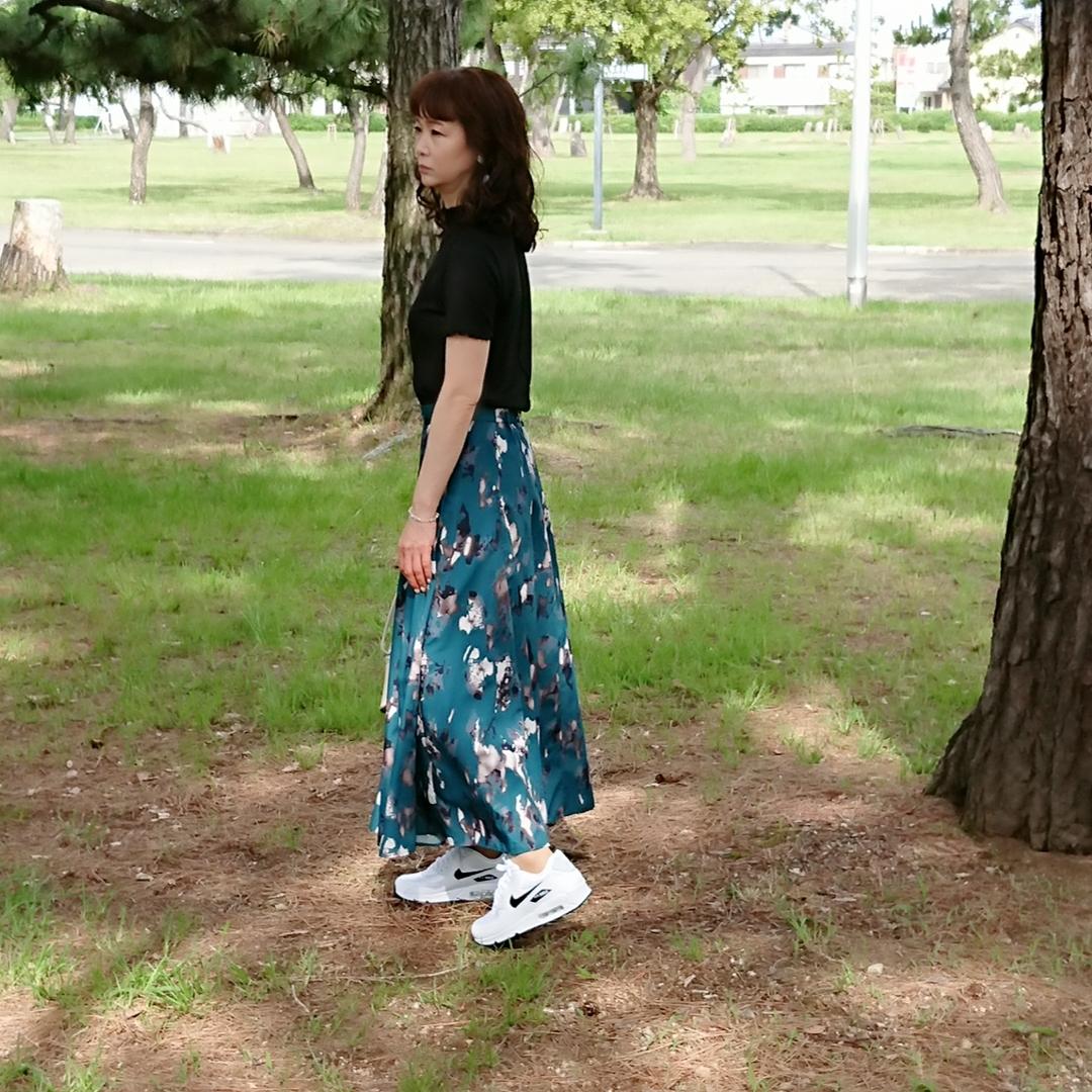 黒リブTシャツ  ロングフレアスカート