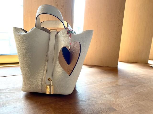チャーム使いでエルメスのバッグをもっと楽しく、自分らしく。_1_3