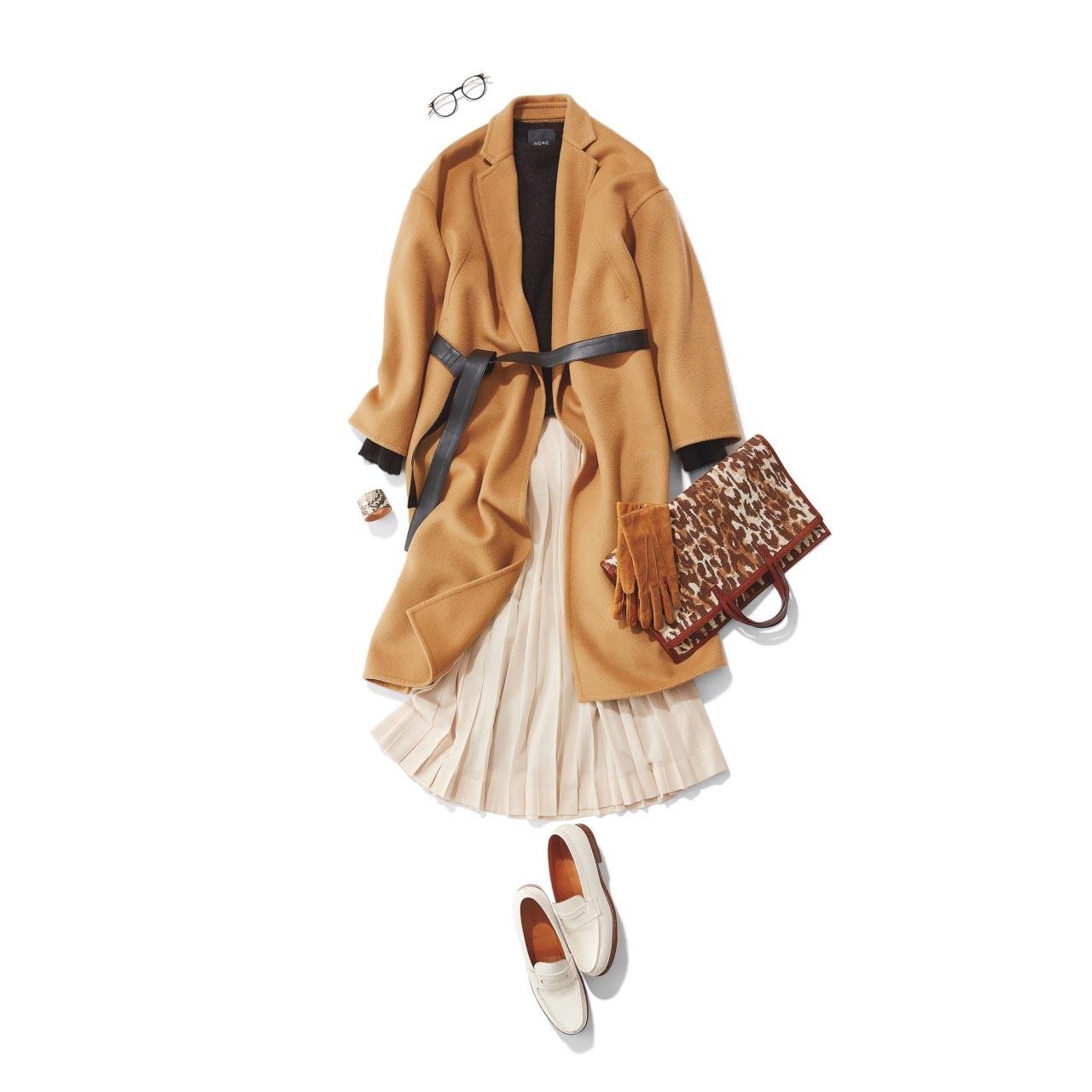 白いローファー×コート×スカートコーデ