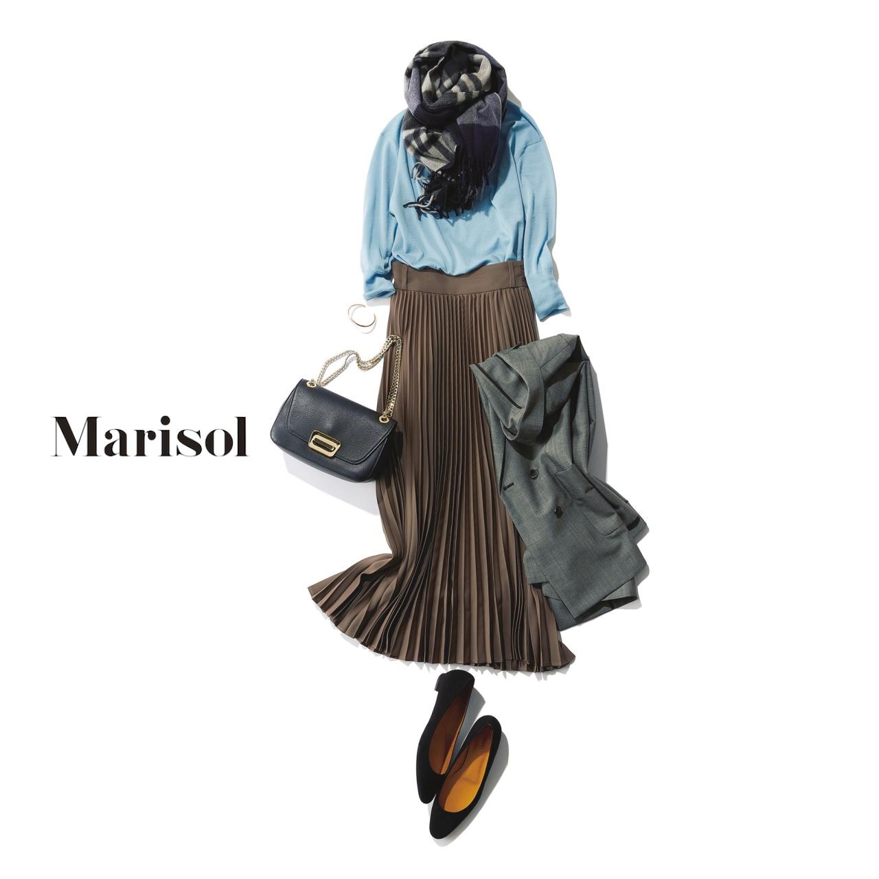淡ブルーニット×プリーツスカートのファッションコーディネート