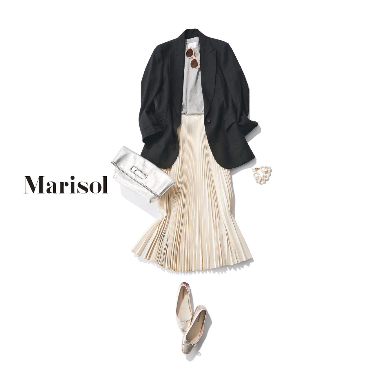 40代ファッション 黒テーラードジャケット×白プリーツスカートコーデ