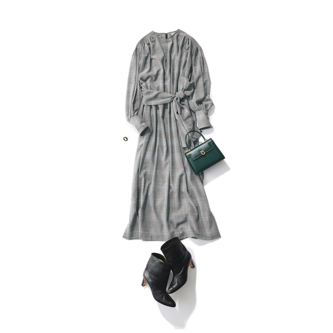 グレンチェック柄のワンピース×黒ブーツのファッションコーデ