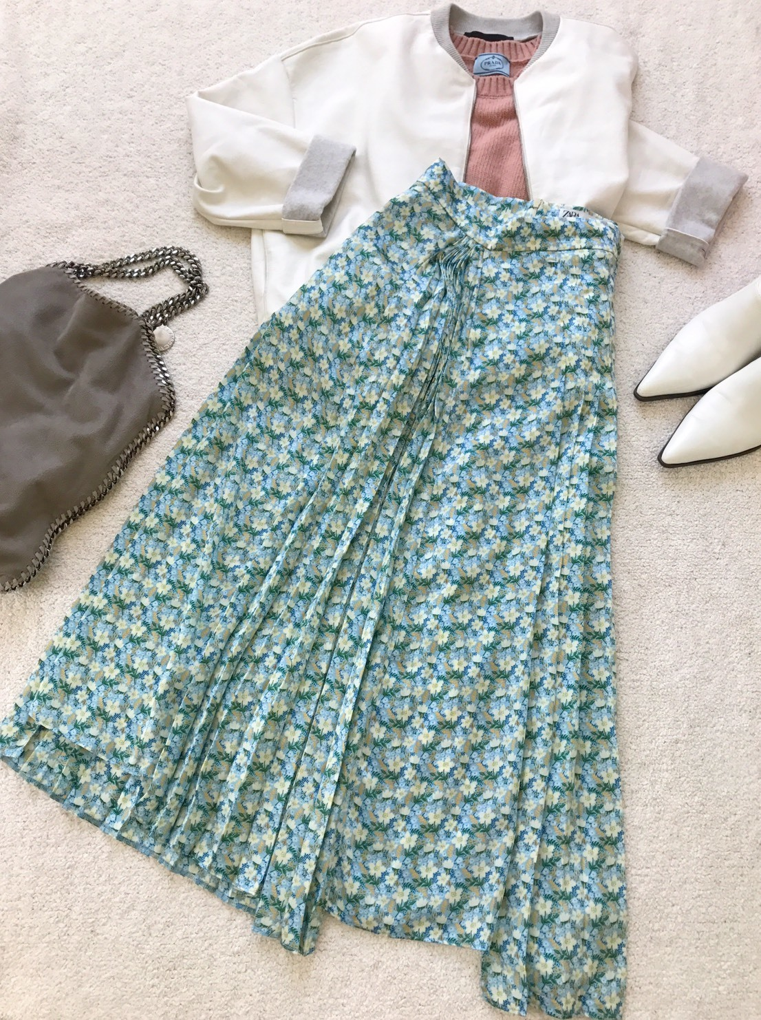 春のプリントスカートで