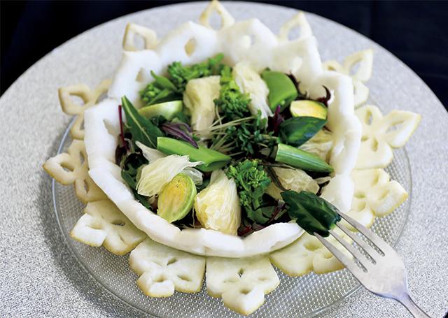 晩白柚の器の春野菜のさっぱりサラダ