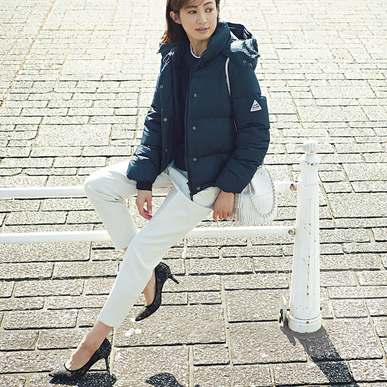 ファッション ダウンジャケット×白パンツコーデ
