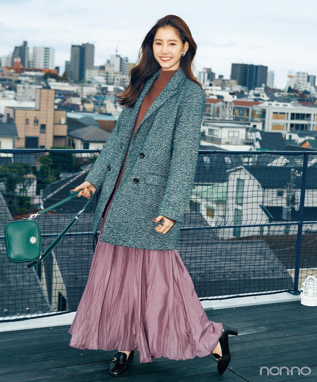 新木優子はマニッシュジャケットを揺れスカートでレディにシフト【毎日コーデ】