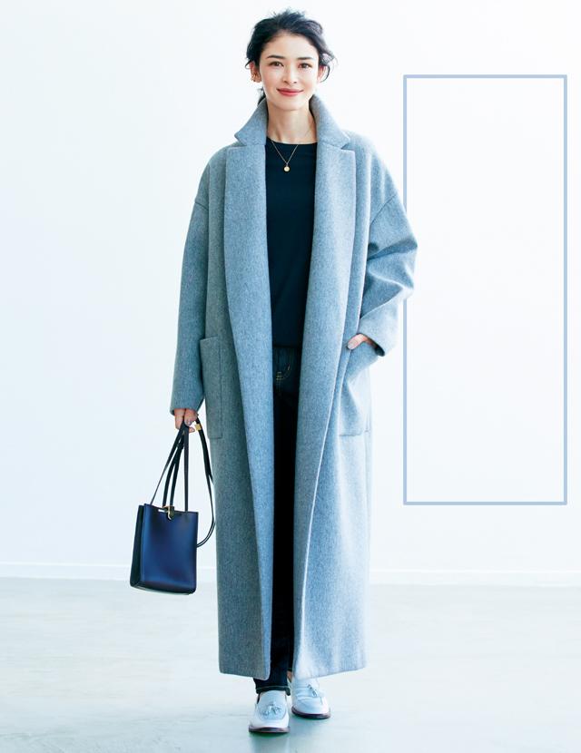 ゆったりロング丈コートで長方形シルエットコーデのアドリアナ