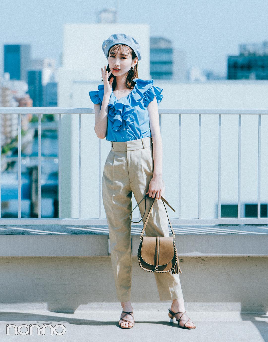 『岡本夏美』の『ベージュ×ピュアブルー』モデルカット1-1
