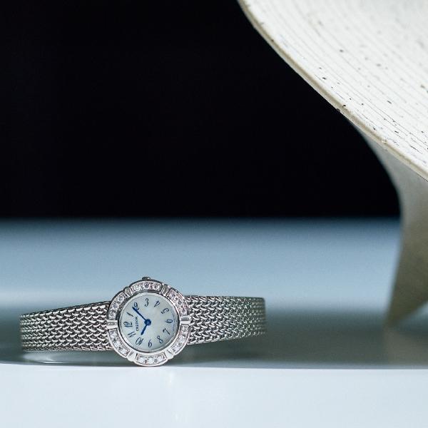 フェミニンウォッチの真髄! ダイヤモンドをあしらった小ぶりのブレスレットウォッチ_1_1-2