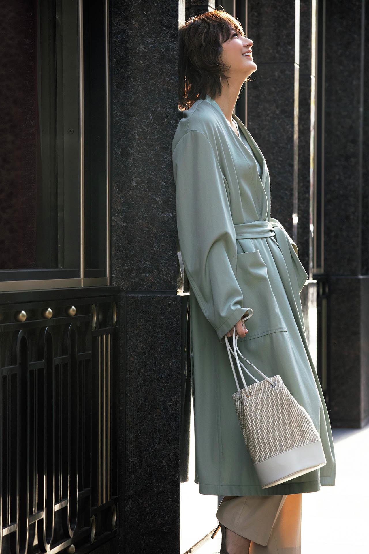 富岡佳子が着る大人の魅力の「ロング&ベルテッド」 五選_1_1-4