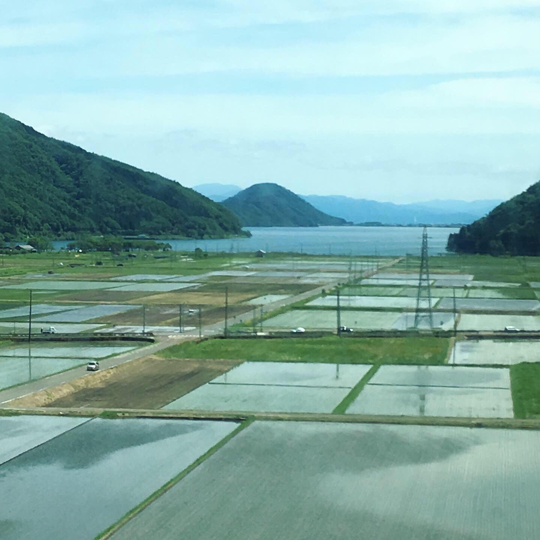 『在来線の車窓から 3』山越えの後の水景。 _1_1