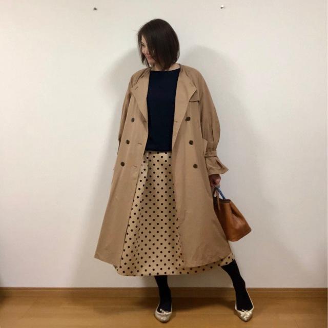 シンプル+ドット柄スカートでちょうどいい甘さをプラス。_1_1-2