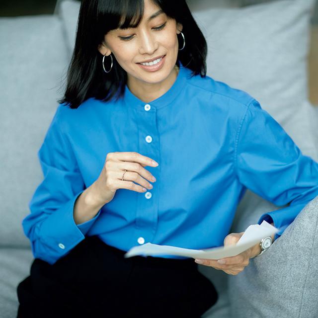 画面から清潔感と知性が伝わる、 上品ブルーの端正シャツ