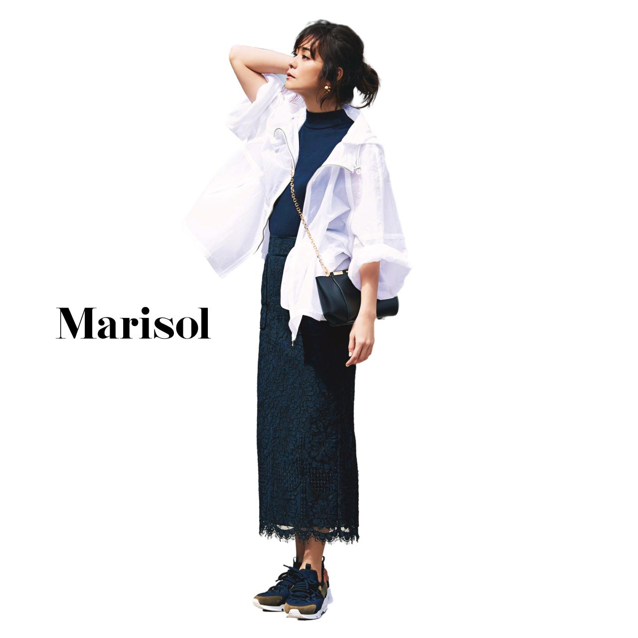 40代ファッション 白ブルゾン×ネイビーニット×ネイビースカートコーデ