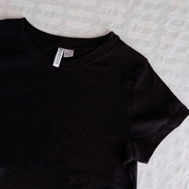 【H&M】やっと出会えた! オフィスOKの理想のTシャツ【40代のスタイルアップコーデ #9】_1_1