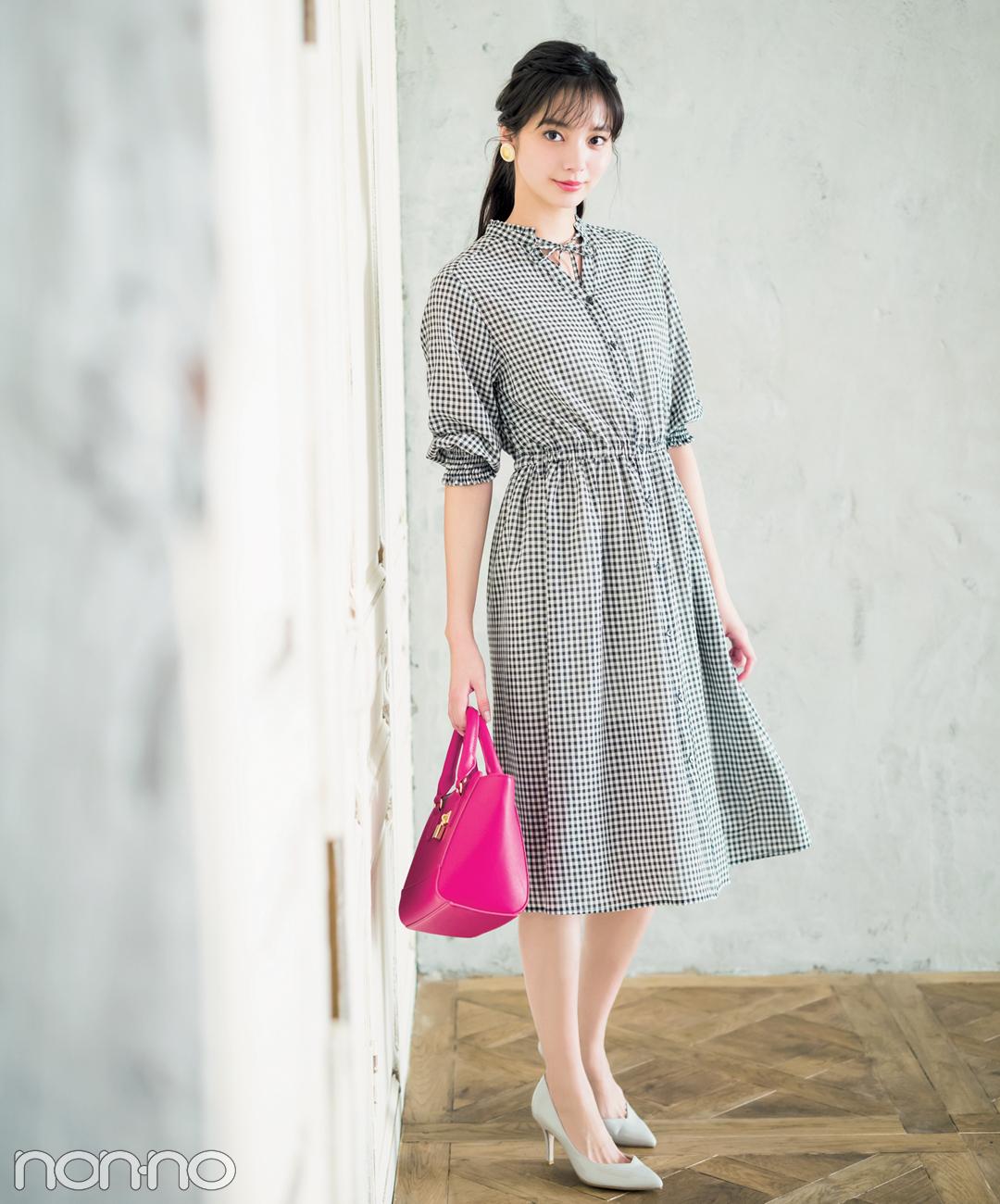【夏のワンピースコーデ】新川優愛の、ギンガムチェックワンピで大人っぽデートコーデ