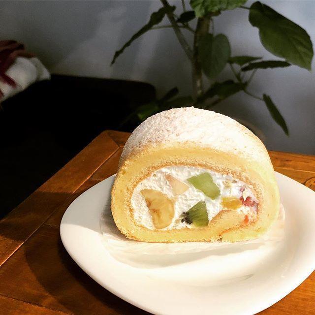 「IMANOフルーツファクトリー」のロールケーキ
