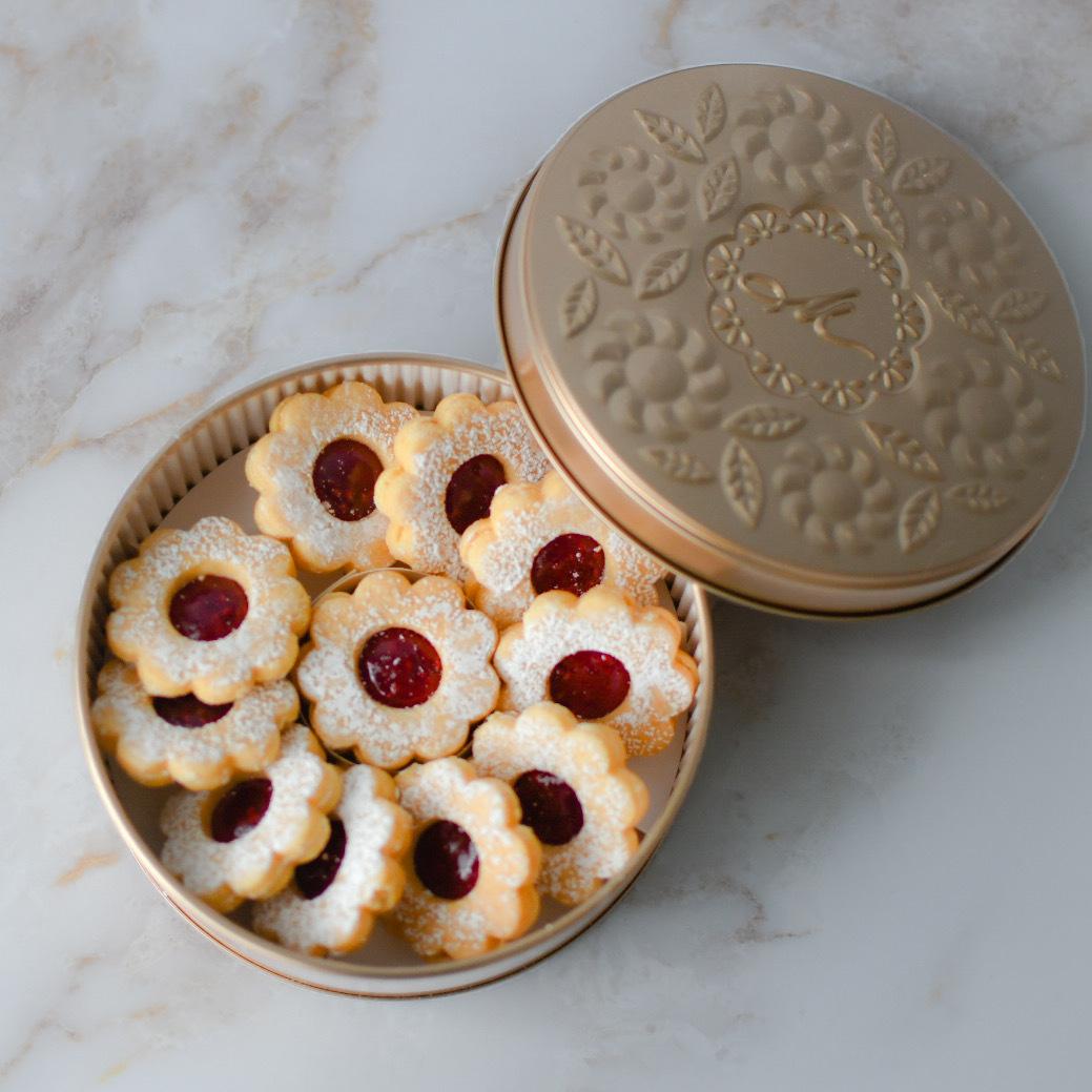 本店でしか手に入らない! マールブランシュのお花型クッキー「手作りジャムのデザートクッキー」は、宝石のような美しさ