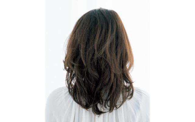 頑固な髪質はくびれヘアで広がり予防