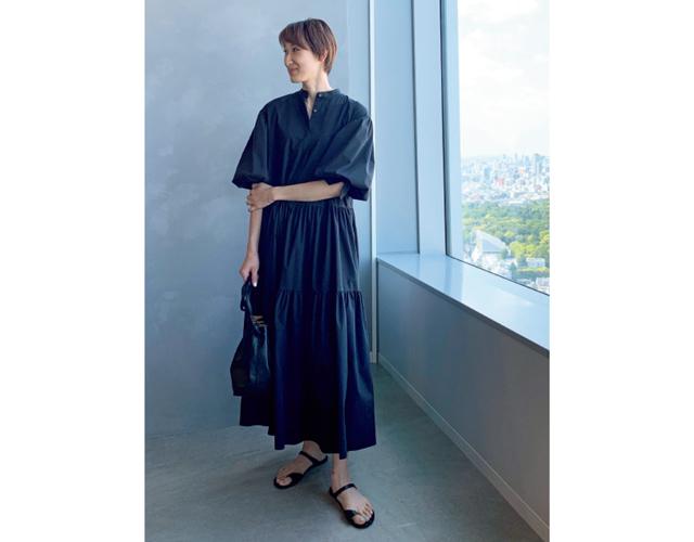 藤田菜美さん ブラックヌーディサンダル