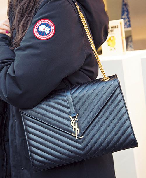 目をひくブランドバッグをファッションのポイントに【ファッションSNAP ミラノ・パリ・NY編】_1_5