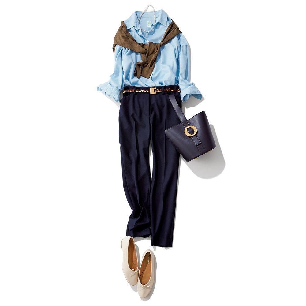 ネイビーパンツ×ブルーシャツのファッションコーデ